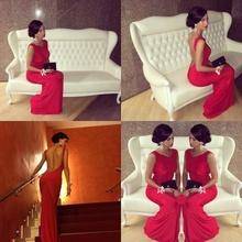 Duga crvena haljina golih ledja sa v - izrezom