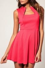 Roze haljina sa neobicnim izrezom