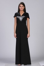 Crna duga haljina sa cirkonima i neobičnim bretelama