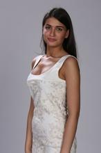 Bela haljina sa bež- zlatnom čipkom