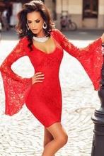 Crvena cipkasta haljina sa zvonastim rukavima