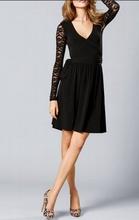 Dnevna haljina na vezivanje sa cipkastim rukavima