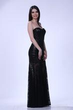 Duga crna haljina sa diskicima i cipkom