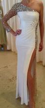Duga bela haljina na jedno rame sa cirkonima