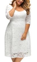 Bela čipkasta haljina za punije žene