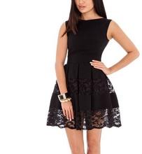Crna haljina sa detaljima cipke i faltama
