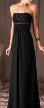 Duga crna haljina sa pojasom od diskica