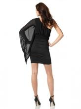 Crna haljina na jedno rame sa rukavom