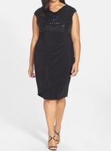 Crna haljina na preklop i sljokicama