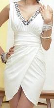 Bela haljina na preklop i cirkonima