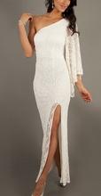 Bela cipkasta duga haljina na jedno rame