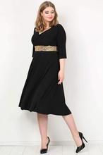 Crna svecana haljina za punjie zene sa zlatnim sljokicama