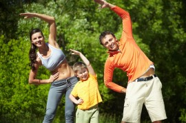 Poze Exerciții Fizice lejere (suite de 3-5 minute) în aer liber / încălzire (natură, iarbă, umbră - cu instructor, adecvat nivelului dvs) [grup de minim 4 persoane]