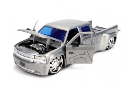 Macheta Metalica Chevy Silverado 1999 Scara 1 La 24