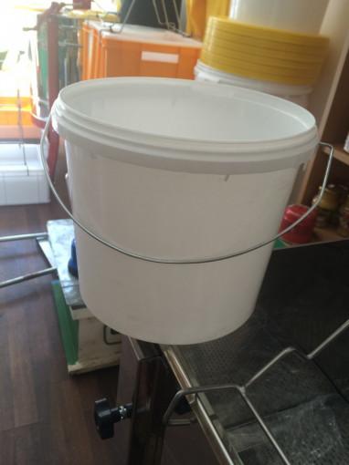 Galeata din plastic 5.5 L / 7.7 kg miere