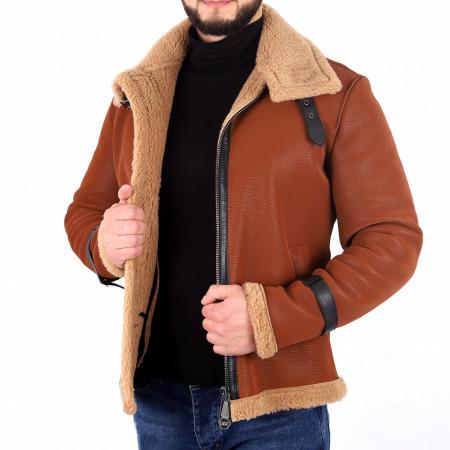 Geacă Kelton Camel - Geacă lungă stilată de iarnă pentru bărbaţi din piele ecologică cu interior îmblănit, prevăzută cu guler îmblănit, în partea din faţă jacheta este prevăzută cu un fermoar lung rezistent - Deppo.ro