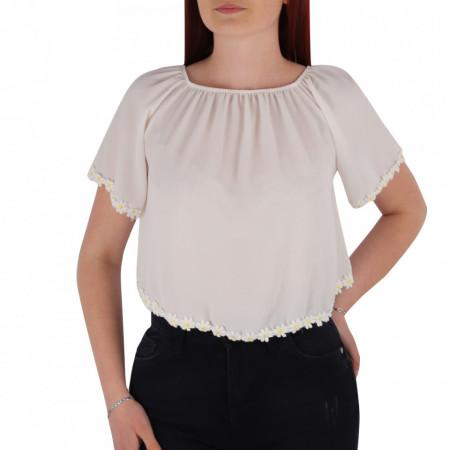 Bluză tip iie pentru dame cod YY7 White - Bluză pentru dame  Margini decorative cu flori  Conferă lejeritate și o ținută casual - Deppo.ro
