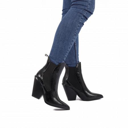 Botine cod NR69 Black - Botine negre tip stiletto casual cu un toc deosebit . Poartă aceste botine și atrage toate privirile . - Deppo.ro