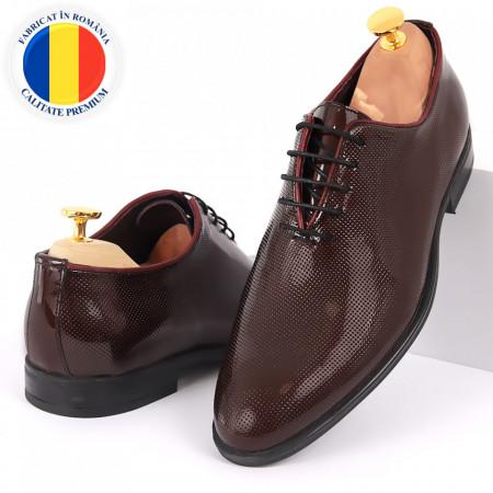 Pantofi din piele naturală pentru bărbați cod 02015 Bordo - Pantofi din piele naturală lăcuită pentru bărbaţi, model simplu, finisaje îngrijite cu un design deosebit - Deppo.ro