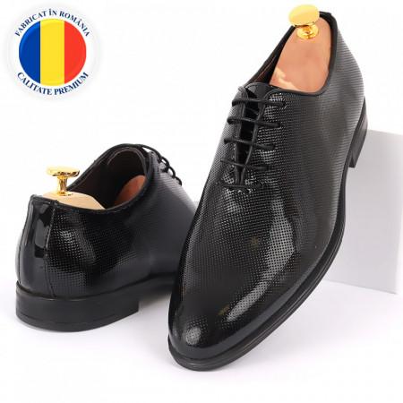 Pantofi din piele naturală pentru bărbați cod 02015 Negri - Pantofi din piele naturală lăcuită pentru bărbaţi, model simplu, finisaje îngrijite cu un design deosebit - Deppo.ro