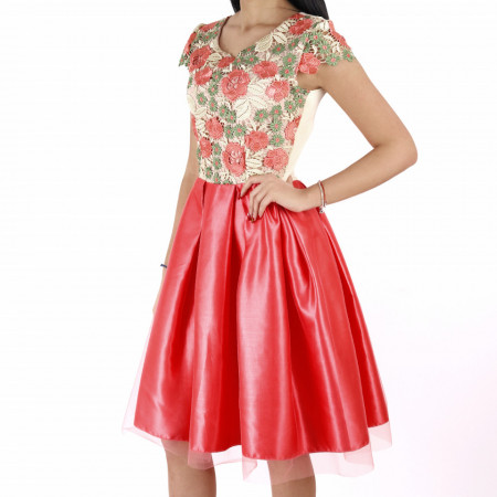 Rochie Gracelyn Pink - Rochie deasupra genunchilor, lejeră cu un design floral - Deppo.ro
