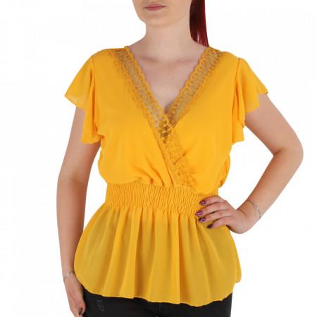Bluză pentru dame tip cămășuță cod 1938 Mustariu - Bluză tip cămășuță pentru dame  Model decorativ cu dantelă  Decolteu in V - Deppo.ro