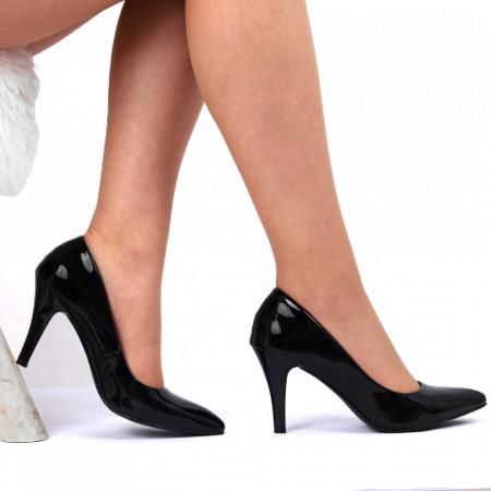 Pantofi Cu Toc Cod 9008 Negri - Pantofi cu toc din piele ecologică lăcuită  Fii în pas cu moda şi străluceşte la următoarea petrecere. - Deppo.ro