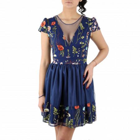 Rochie Vegas - Rochie elegantă albastră scurtă fără mâneci cu un design floral şi un decolteu generos şi un material tip dantelat - Deppo.ro