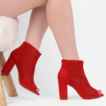 Botine Casual Roşii Perforaţi cod G0120 - Botine roşii perforate din piele ecologică întoarsă cu fermoar la spate şi decupaţi în faţă. Potriviți pentru orice eveniment! - Deppo.ro