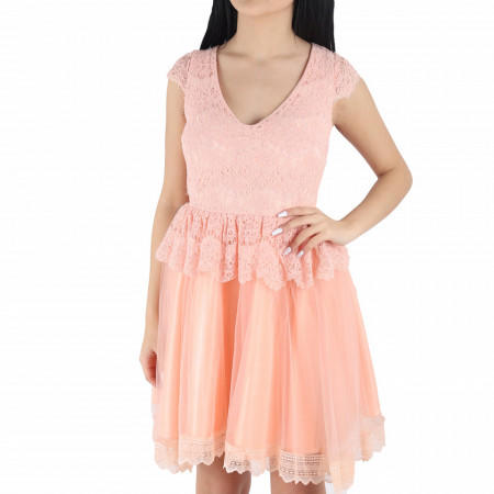 Rochie Anabel - Rochie roz pudră elegantă, lejeră cu un design floral și material cu design dantelat peste bust - Deppo.ro