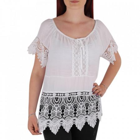 Bluză pentru dame tip cămășuță cod 91071 White - Bluză tip cămășuță pentru dame  Model decorativ cu dantelă  Prindere cu șnur în partea de sus - Deppo.ro