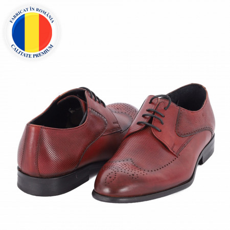 Pantofi din piele naturală cod 116 Vișiniu - Pantofi din piele naturală, model simplu, finisaje îngrijite cu undesign deosebit prin vârful perforat - Deppo.ro
