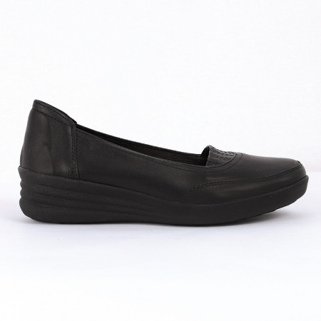 Pantofi din piele naturală Cod P-216 Negri - Pantofi damă din piele naturală  Foarte confortabili cu un tălpic special care conferă lejeritate chiar și în cazurile în care petreci mult timp stând în picioare. - Deppo.ro