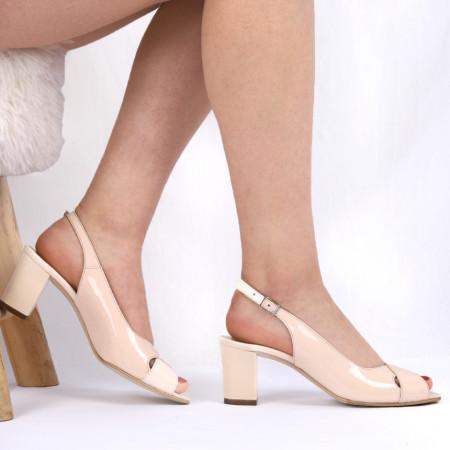 Sandale din piele naturală cod 1222 Lac crem - Sandale pentru dame din piele naturală  Închidere prin baretă - Deppo.ro