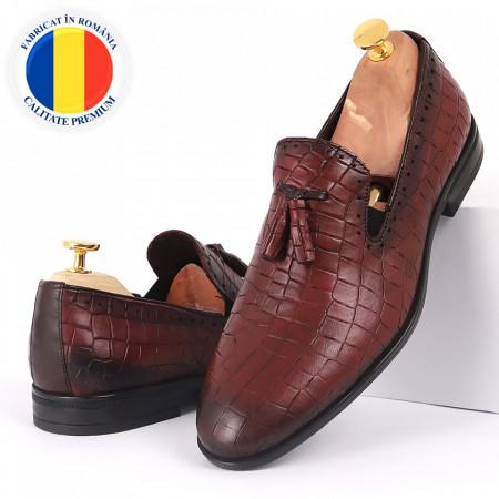 Pantofi din piele naturală bordo cod 77143 - Pantofi pentru bărbaţi din piele naturală, model simplu, finisaje îngrijite cu undesign deosebit - Deppo.ro