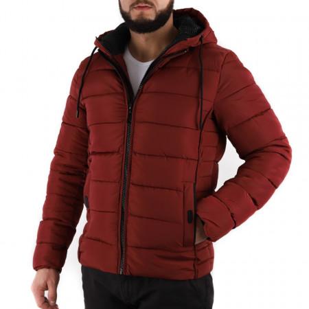 Geacă de iarnă Edgar Vişinie - Geacă stilată de iarnă pentru bărbaţi, prevăzută cu glugă, în partea din faţă jacheta este prevăzută cu un fermoar lung din plastic rezistent, aceleaşi tipuri de fermoare, sunt aplicate şi la baza buzunarelor laterale. - Deppo.ro