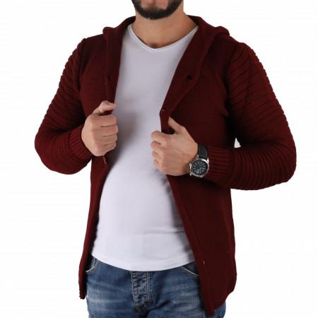 Jerseu Timis Vişiniu - Este o haină de iarnă pentru bărbați foarte lejeră și călduroasă,se închide cu nasturi, de culoare maro deschis cu mâneci lungi și dispune de o glugă - Deppo.ro