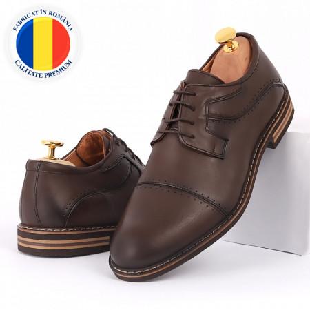 Pantofi din piele naturală maro cod 77135 - Pantofi pentru bărbaţi din piele naturală, model simplu, finisaje îngrijite cu undesign deosebit - Deppo.ro