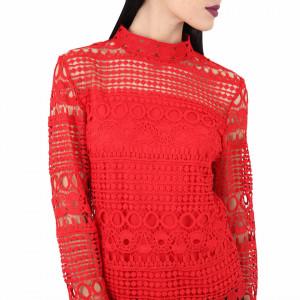 Bluză  Bethany Red - Bluză elegantă, brodată Cu un model deosebit de frumos! Potrivită pentru dame! Compozitie 55% viscosa, 39% poliamidica, 6% elastan - Deppo.ro