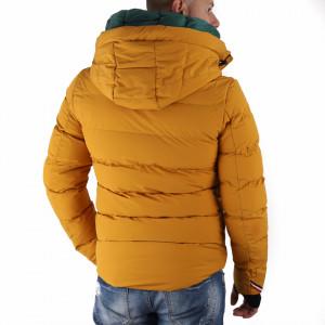 Geacă de iarnă Ronan Galbenă - În partea din faţă jacheta este prevăzută cu un fermoar lung din plastic rezistent, aceleaşi tipuri de fermoare, sunt aplicate şi la baza buzunarelor laterale. - Deppo.ro