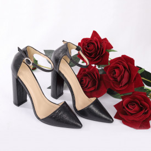 Pantofi cu toc cod 1598225 Negri - Pantofi cu toc din piele ecologică cu un design unic.  Închidere prin baretă  Fii în pas cu moda şi străluceşte la următoarea petrecere. - Deppo.ro