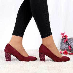 Pantofi Cu Toc Criss Wine - Pantofi cu toc gros cu un model deosebit și vârf rotund din piele ecologică întoarsă, foarte confortabili potriviți pentru birou sau evenimente speciale. - Deppo.ro