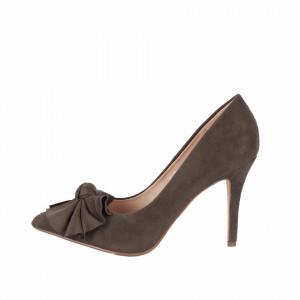Pantofi Cu Toc Ony Olive - Pantofi cu toc ascuțit din piele ecologică întoarsă, culoare maro măsliniu cu o fundiță de decor - Deppo.ro