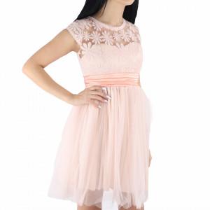 Rochie Eden - Rochie roz pudră elegantă, lejeră cu un design floral și material cu design dantelat peste bust - Deppo.ro