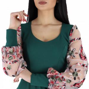 Rochie Irina Green - Rochie cu mânecă lungă fabricată în România în stil rusesc pentru o ținută lejeră. Datorită croiului îți asigură libertatea de mișcare. - Deppo.ro