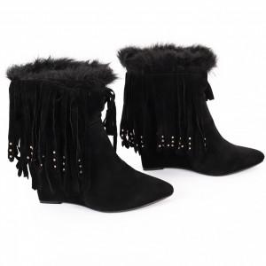 Botine Abigayle Black - Botine din piele ecologică întoarsă cu platformă și decorate cu franjuri si blăniță, botinele sunt ușor îmblănite la interior și foarte confortabile la purtare datorită calapodului comod - Deppo.ro