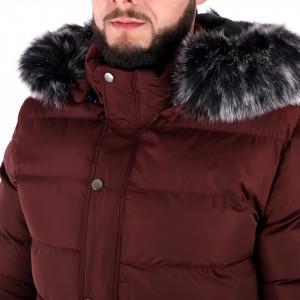 Geacă de iarna Colin Red Wine - Construită cu un fermoar de fixare și butoni cu căptușeală moale, jacheta vă va menține cald în zilele reci de iarnă.  Dispune de o glugă îmblănită, două buzunare cu fermoar și un buzunar interior - Deppo.ro