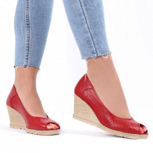 Pantofi din piele naturală cod 55672 Red - Pantofi din piele naturală perforată cu platformă și vârf decupat Confortul purtării este sporit de tălpicul din piele ecologică - Deppo.ro