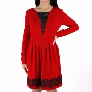 Rochie Braelyn Red - Rochie casual cu mânecă lungă, pune-ți silueta în evidență și atrage toate privirile, aspectul asimetric petrecut de la baza rochiei aduce un aer inedit ținutei. - Deppo.ro