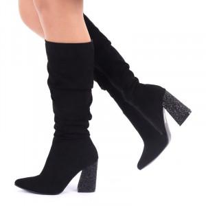 Cizme cod EK0018 Negre - Cizme negre din piele ecologică întoarsă, model adunate pe picior cu închidere cu fermoar - Deppo.ro